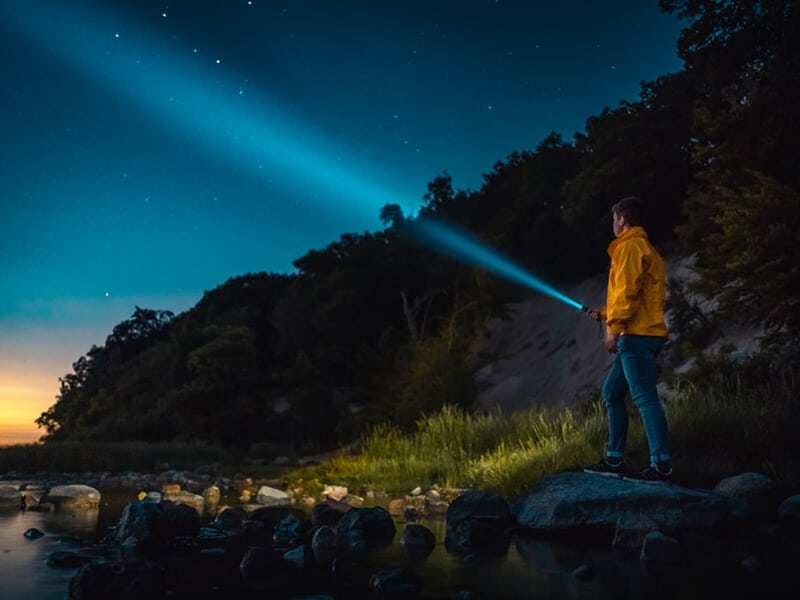 Tips on Buying Rechargeable Flashlight