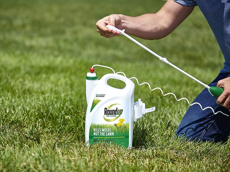 Roundup For Lawns1 Ready to Use - All-in-One Weed Killer for Lawns, Kills Weeds - Not the Lawn, One Solution for Crabgrass, Dandelions, Clover and Nutsedge, For Use on