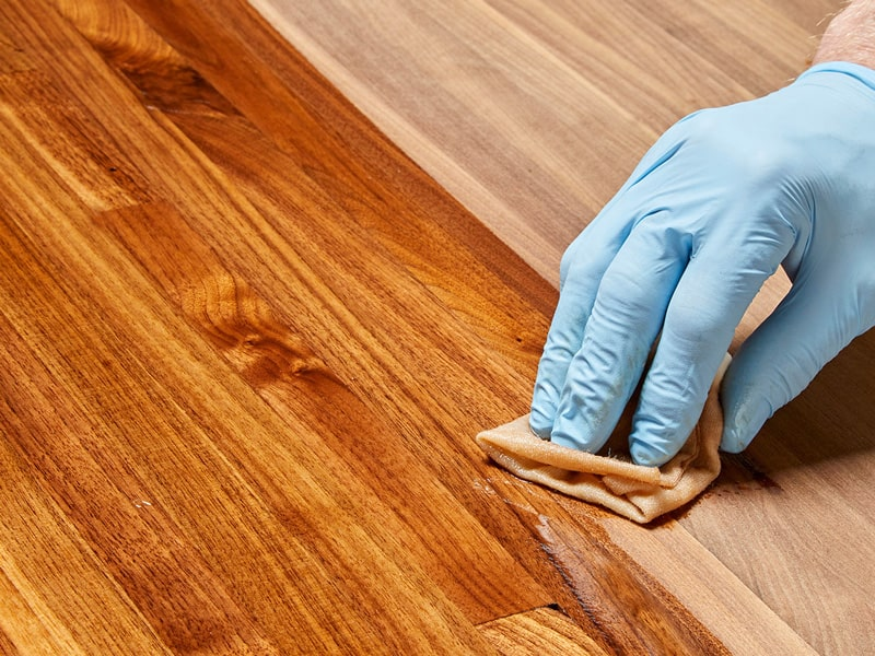 Tips on Smoothing the Final Coat of Polyurethane